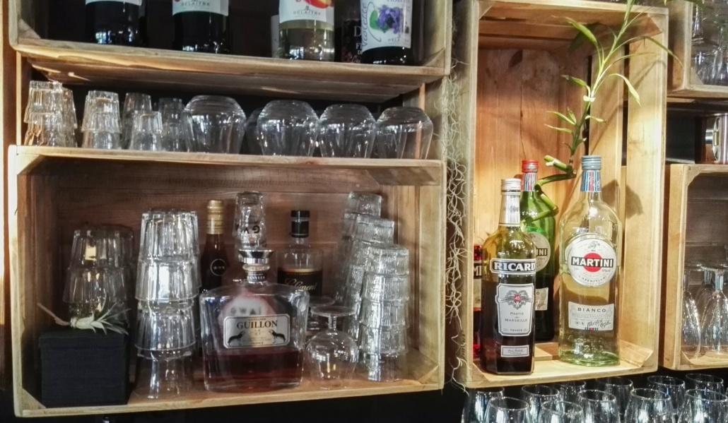 Décoration d'un bar conçue et aménagée par Adeco Breizh, Bretagne