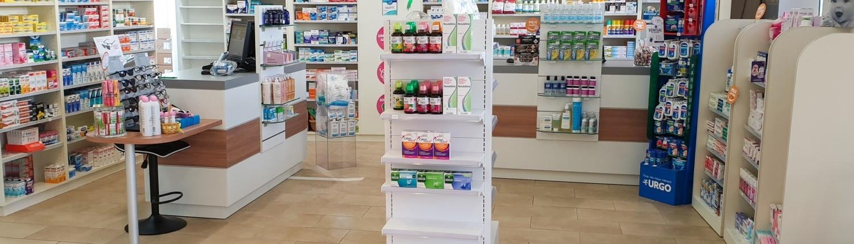 Agencement partiel d'une pharmacie normande par Adeco Breizh
