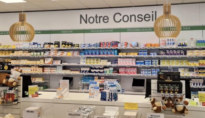 Agencement comptoir pharmacie Concarneau