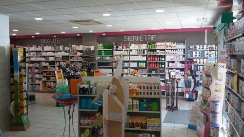 Lamballe-pharmacie-un aménagement Adeco Breizh 10