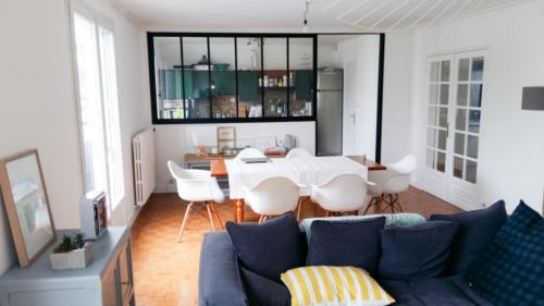ouverture entre une cuisine et un salon un am nagement adeco breizh. Black Bedroom Furniture Sets. Home Design Ideas